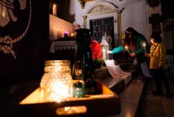 """Llega a Valencia la """"Luz de la Paz"""" con el fuego de una antorcha encendida en el lugar de Belén donde nació Jesucristo"""